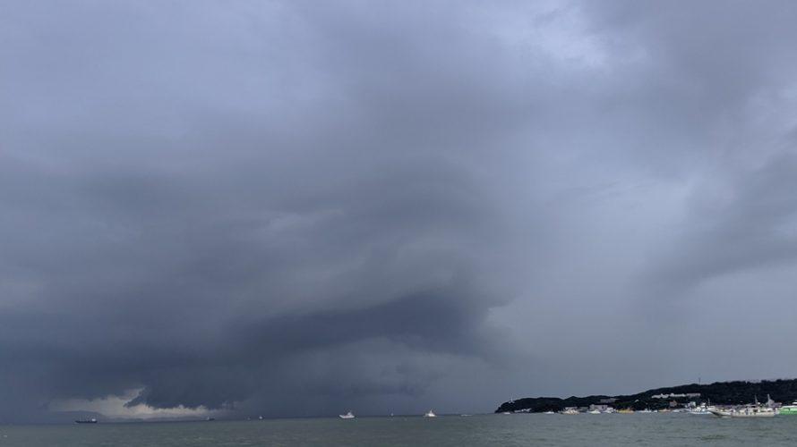 雷雲迫る東京湾